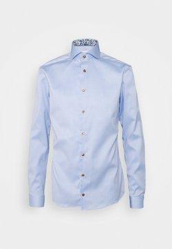 Eton - SUPER SLIM LIGHT BLUE SIGNATURE SHIRT DAISY DETAILS - Businesshemd - blue
