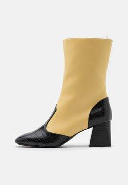 Monki - KEELY BOOT VEGAN - Nilkkurit - yellow/black