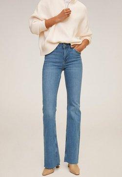 Mango - FLARE - Flared Jeans - bleu moyen
