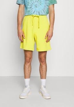 NU-IN - BASIC - Shorts - green