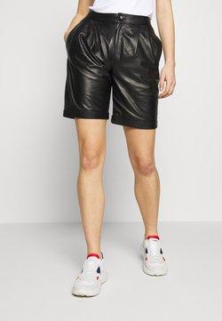 STUDIO ID - CAROLINE SHORTS - Pantalon en cuir - black