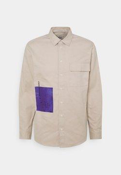 Redefined Rebel - MARCUS SHIRT UNISEX - Camisa - sandshell