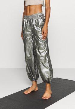 Free People - MIRROR BALL PANT - Pantalones deportivos - silver