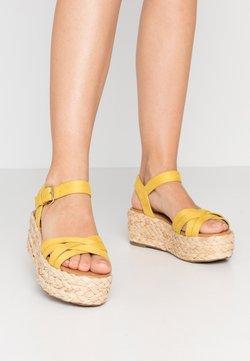 Call it Spring - HALSEWEG - Korkeakorkoiset sandaalit - dark yellow