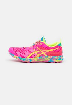 ASICS - GEL-NOOSA TRI 12 - Zapatillas de competición - pink glo/safety yellow