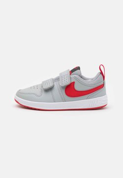 Nike Performance - PICO 5 UNISEX - Obuwie treningowe - light smoke grey/universe red/dark smoke grey/white