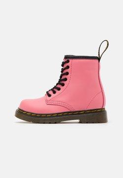 Dr. Martens - 1460 T ROMARIO - Stiefelette - acid pink