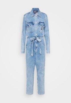 Tommy Jeans - MOM JUMPSUIT ULBR - Combinaison - light-blue denim
