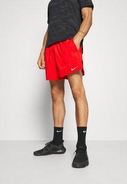 Nike Performance - STRIDE  - Pantalón corto de deporte - chile red/reflective silver