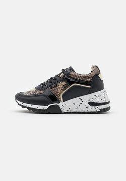 XTI - Sneakers laag - black