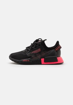 adidas Originals - NMD_R1.V2 UNISEX - Sneakersy niskie - core black/flash red