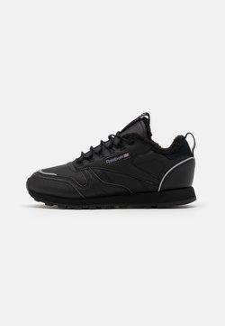 Reebok Classic - UNISEX - Sneaker low - black/hivior
