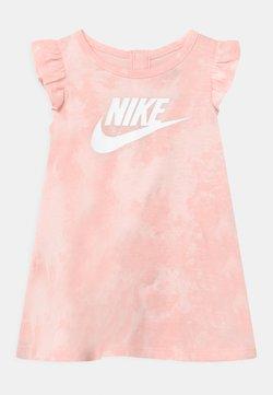 Nike Sportswear - MAGIC CLUB SET - Robe en jersey - pink foam