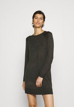 Vero Moda Tall - VMMEGHAN O NECK DRESS - Vestido de punto - peat