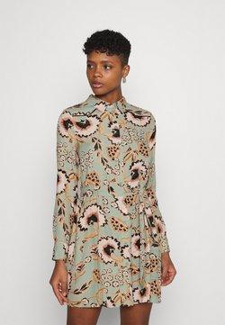 Vero Moda - VMLOLA SHORT DRESS  - Vestido camisero - jadeite