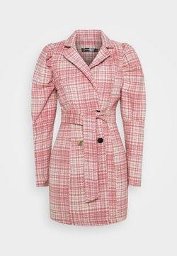Missguided - BRUSHED CHECK BELTED BLAZER DRESS - Freizeitkleid - pink