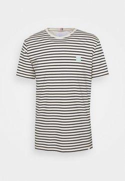 Les Deux - SAILOR STRIPE PATCH  - T-Shirt print - off-white/dark navy