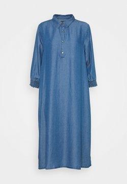 Culture - MINDY DRESS - Maxikleid - light blue wash