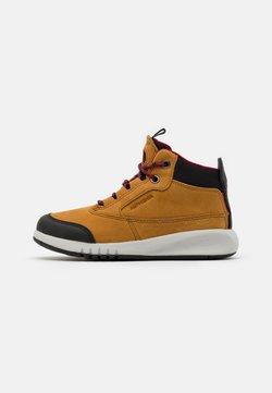 Geox - AERANTER BOY ABX - Sneakers hoog - light brown/dark red