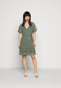 Vero Moda Petite - VMKAY WRAP SHORT DRESS - Freizeitkleid - mint