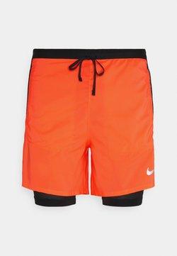 Nike Performance - Pantalón corto de deporte - bright mango/black/silver