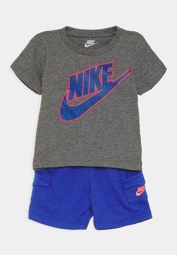 Nike Sportswear - CARGO SET - T-shirt print - hyper royal