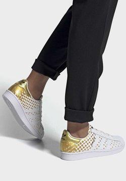 adidas Originals - SUPERSTAR  - Sneakersy niskie - gold