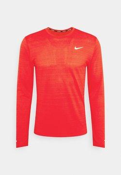 Nike Performance - MILER - Camiseta de deporte - university red/silver
