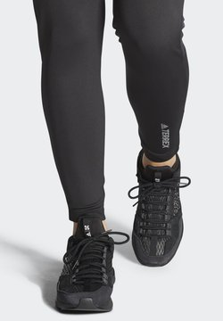 adidas Performance - FIVE TEN FIVE TENNIE BOOST APPROACH SHOES - da tennis per terra battuta - black