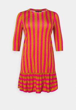 Vero Moda Curve - VMHEYA DRESS - Vestido informal - buckthorn brown/pink peacock