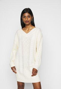 Fashion Union Petite - QUINCE - Robe pull - cream