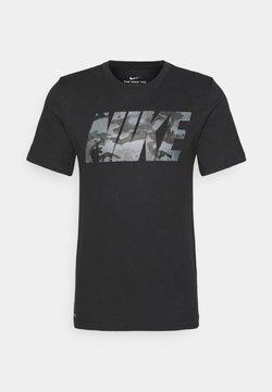 Nike Performance - DRY TEE CAMO BLOCK - T-shirt imprimé - black/smoke grey