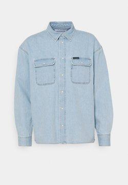 Calvin Klein Jeans - OVERSIZED  - Camisa - light