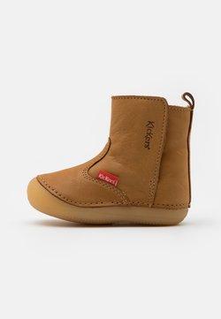Kickers - SOCOOL CHO UNISEX - Stiefelette - camel clair