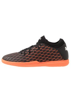 Puma - FUTURE 6.4 IT - Fußballschuh Halle - black/white/shocking orange