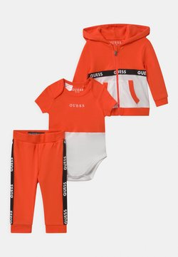 Guess - TAKE ME HOME SET - Trainingspak - resort orange