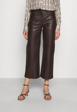 STUDIO ID - SHEENA WIDE LEG POCKETS  - Pantalon en cuir - dark brown