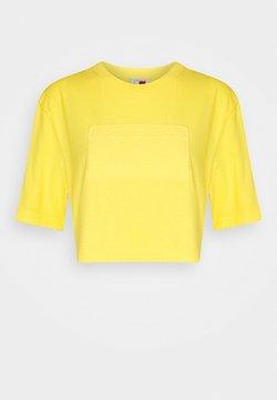 Tommy Hilfiger - LEWIS HAMILTON UNISEX GMD LOGO CROPPED TEE - T-shirt basic - marigold yellow