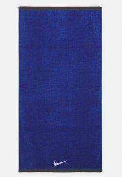 Nike Performance - FUNDAMENTAL TOWEL UNISEX - Accessoire de plage - varsity royal/white