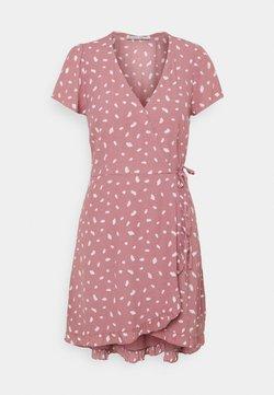 Abercrombie & Fitch - RUFFLE WRAP DRESS - Kjole - pink geo spot