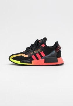 adidas Originals - NMD_R1.V2 BOOST UNISEX - Sneaker low - core black/signal pink/signal green
