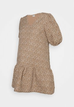 Pieces Maternity - PCMKAKOON QUILTED DRESS - Vestido informal - warm sand