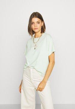 Levi's® - GRAPHIC VARSITY TEE - T-shirt imprimé - light green