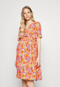 Pieces Maternity - PCMFREDERIKKE DRESS - Robe d'été - red