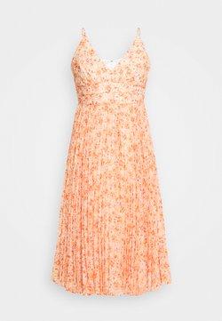 Forever New Petite - PLEATED MAXI DRESS - Robe de soirée - orange