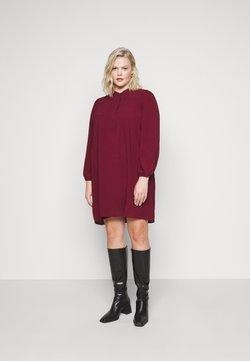 Vero Moda Curve - VMSAGA PLEAT SHORT DRESS  - Freizeitkleid - cabernet