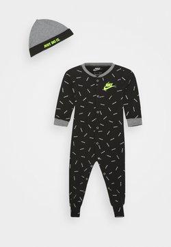 Nike Sportswear - TOSS FOOT COVERALL HAT SET - Combinaison - black