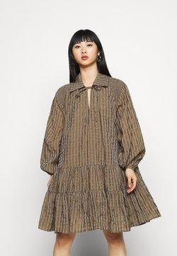 Glamorous Petite - LADIES DRESS GINGHAM - Freizeitkleid - olive metallic