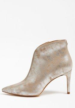 Guess - BRISTA METALLIC - High Heel Stiefelette - silber