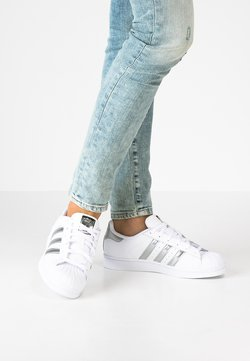 adidas Originals - SUPERSTAR - Sneakers basse - white/silver metallic/core black